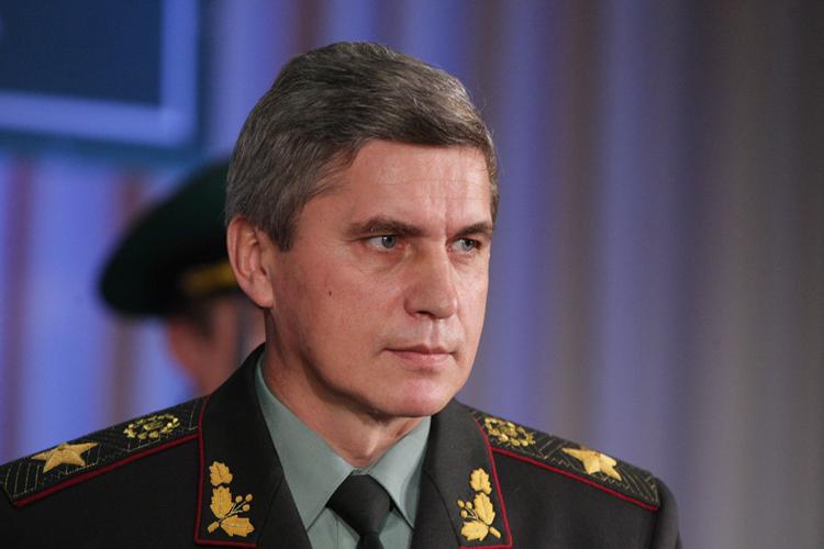 Люди пикетируют управления Госпогранслужбы, с требованием снять Литвина