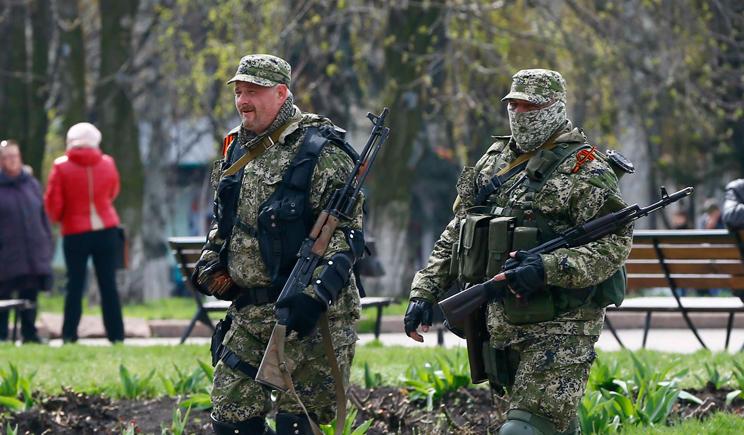 Неизвестные люди с оружием похитили 25 детей в Снежном
