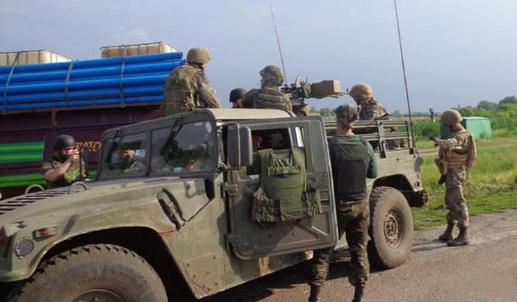 Флаг Украины подняли украинские разведчики на водонапорной башне в деревне, которое контролируют боевики ДНР (ФОТО)