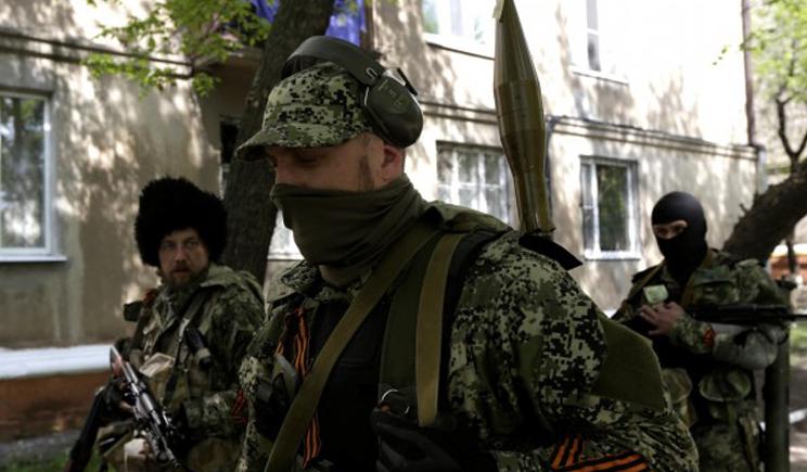 В Краматорске две тысячи террористов в форме с распознавательными знаками РФ