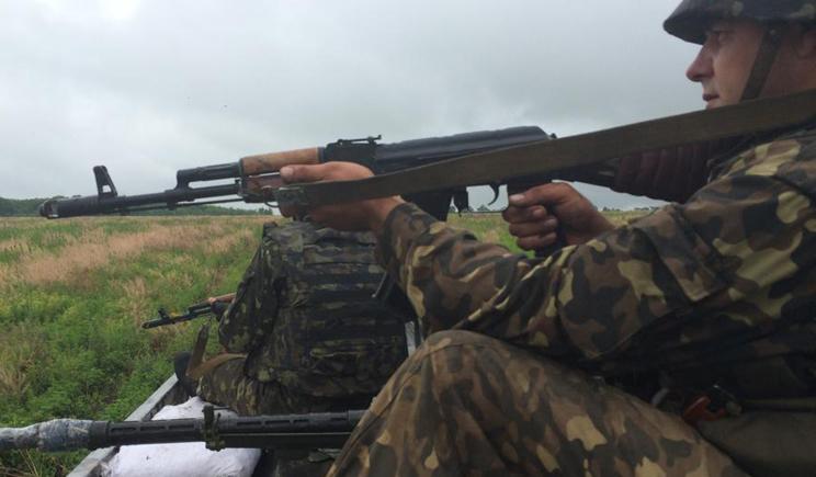 В сети появилось видео обстрела украинских силовиков возле Славянска (ВИДЕО)