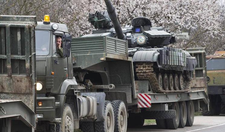 В Луганск ночью прибыло 4 колоны с военной техникой