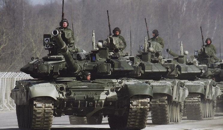 Россия начала перебрасывать военную технику к границам с Украиной – Парубий