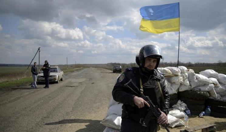 Террористы обстреливают блокпост под Славянском