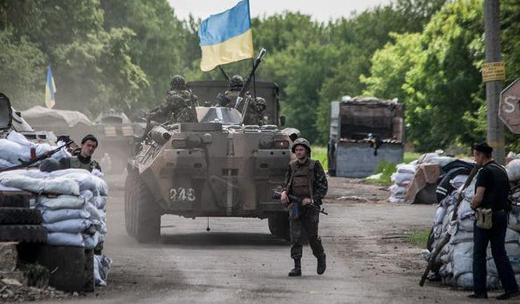 Ночью террористы с поддержкой танков штурмовали блокпост возле Краматорска. Среди силовиков 4 убитых.