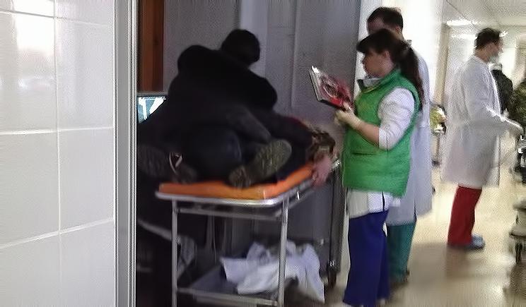 Новые раненые поступают в больницы Луганска