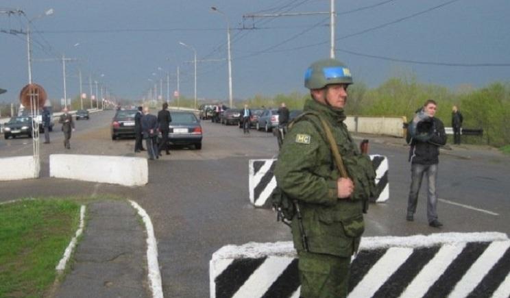Со стороны Крыма к границе с Херсонской областью, стягиваются российские войска