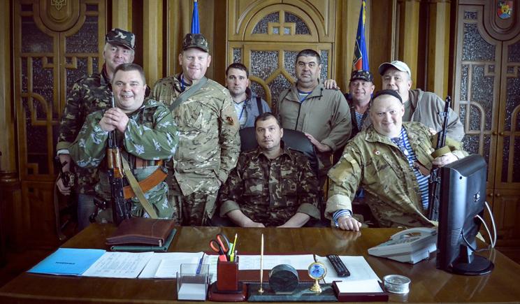 Террористы ЛНР угрожают расстреливать милиционеров, которые не присягнут на верность самопровозглашенной республики