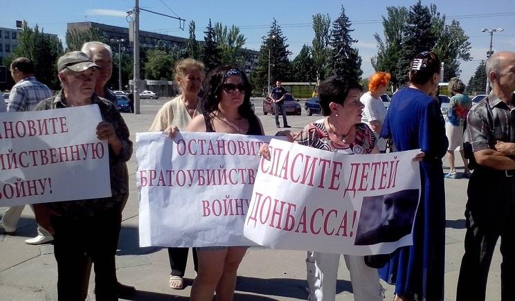 В Запорожье горожане не дали КПУ провести митинг в поддержку террористов