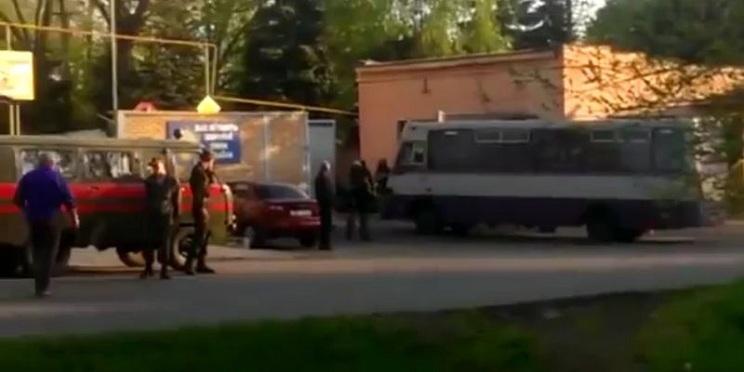 Во время нападения на воинскую часть в Артемовске убит один боевик