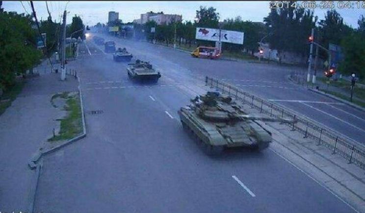 В Луганск вошла колонна танков (ФОТО) (ВИДЕО)
