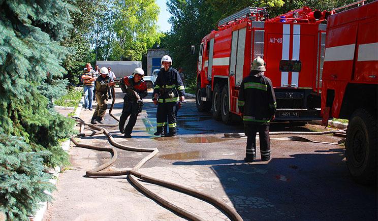 Во Львове горит старый завод «Кока-Кола»