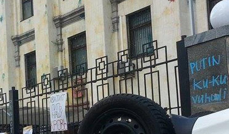 На некоторых участников митинга возле посольства РФ открыты уголовные дела