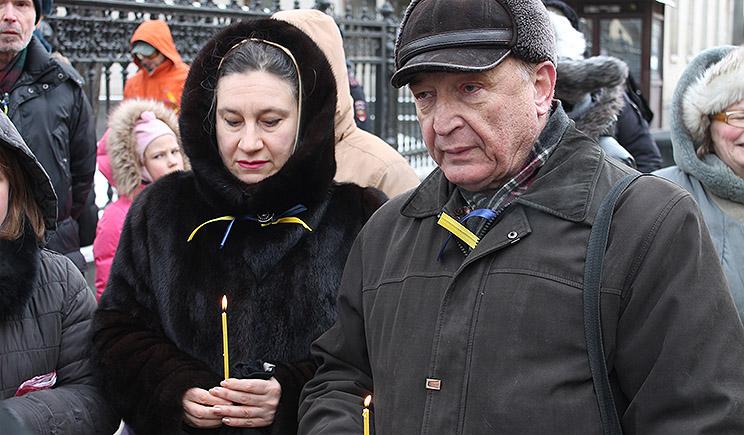У посольства Украины в Москве задерживают и избивают