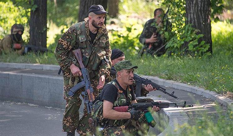 В Донецке боевики возобновили штурм воинской части