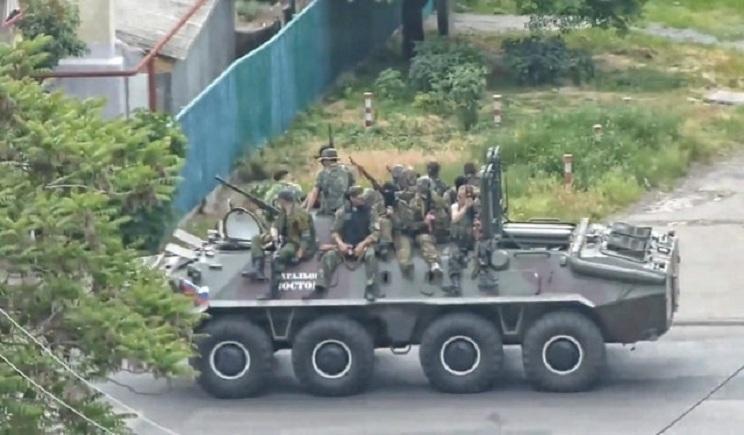 Террористы гоняют одну и ту же технику по разным городам Донбасса, что бы показать, якобы у них ее много — СНБО