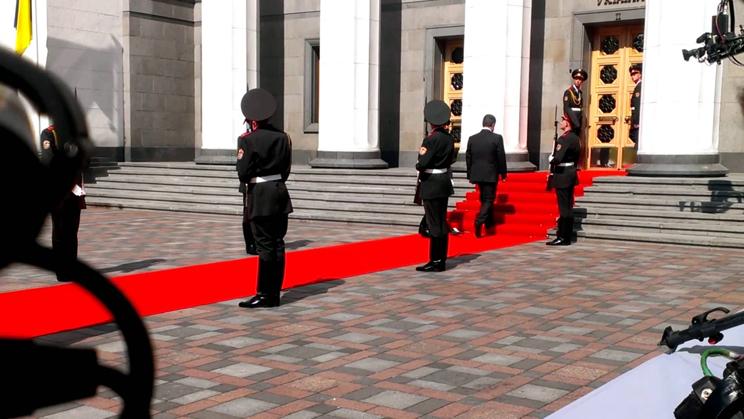Про що говорив Порошенко з вояком після інавгурації? (ВІДЕО)