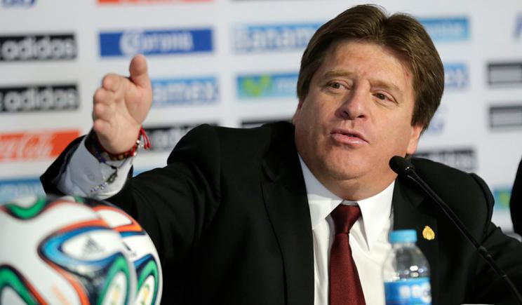 Казус на ЧМ-2014, тренер сборной Мексики заснул во время пресс-конференции (ВИДЕО)