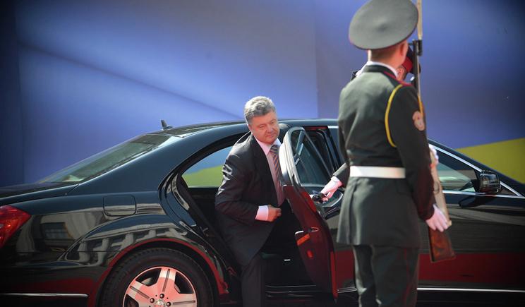 Как кортеж новоизбранного президента передвигается по Киеву (ВИДЕО)