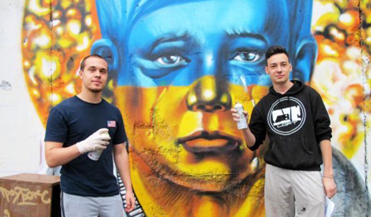 Студенты Владивостока в поддержку Украины нарисовали икону