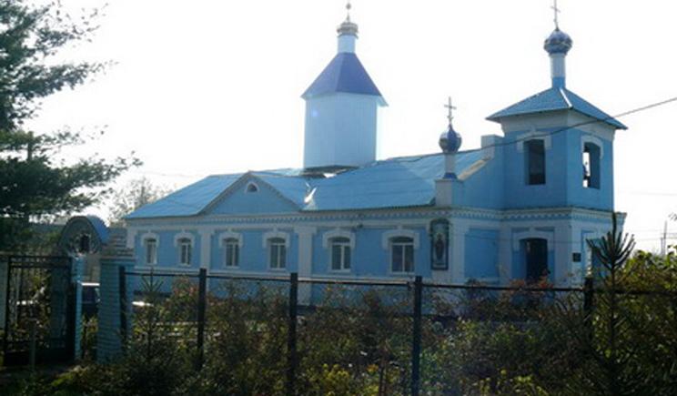 После слов священника о том, что украинские военные каратели упал купол церкви