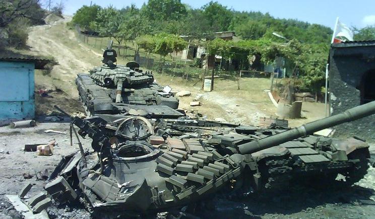 В окрестностях Донецка идет танковое сражение