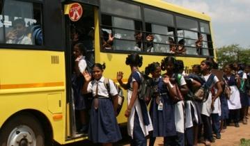 Результатом столкновения поезда и школьного автобуса в Индии, стала гибель 25 детей