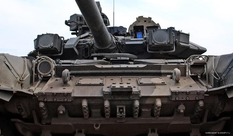 В Луганскую область вошла колонна российских танков новой модификации