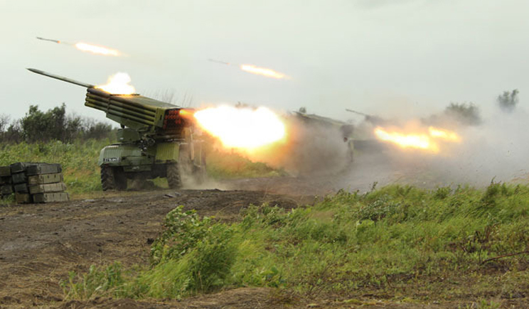 """Террористы обстреливают Луганский аэродром с помощью системы """"Град"""""""