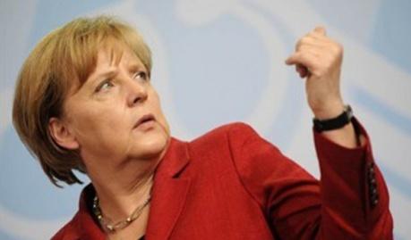 Меркель пообещала Москве новые санкциями, если та не успокоится