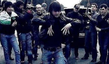 Кавказцы танцуют лезгинку в Севастополе, признак того, что город в составе РФ