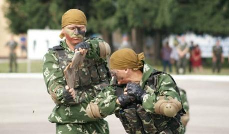 Возле Луганска украинские десантники уничтожили 2 БТР и 4 Камазы с живой силой террористов, – активист