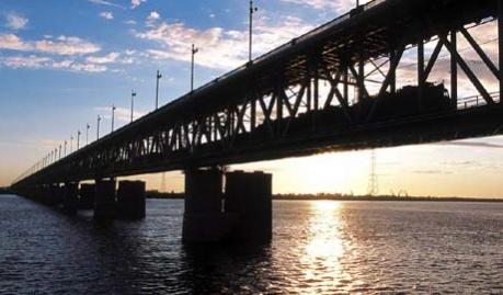 Китай начал строить мост, который соединит поднебесную с Россией