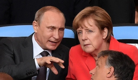 Отвод диверсантов в замен на признания Крыма территорией РФ, — Меркель и Путин вели тайные переговоры