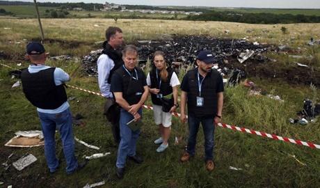 Представителям, что расследуют падение Boeing 777 разрешено использовать оружие