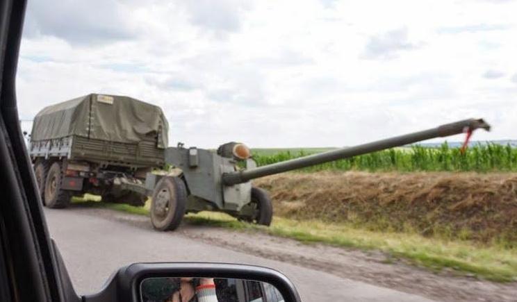 Артиллерия ВСУ уничтожила КАМАЗ, который пытался пересечь границу (ФОТО)