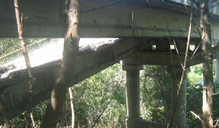 В Донецкой области террористы взорвали автодорожный мост