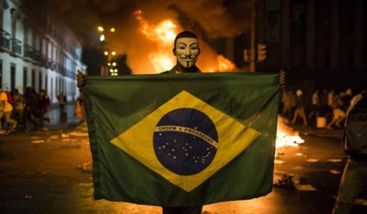 Фаны Бразилии устроили беспорядки выражая свое недовольство игрой сборной