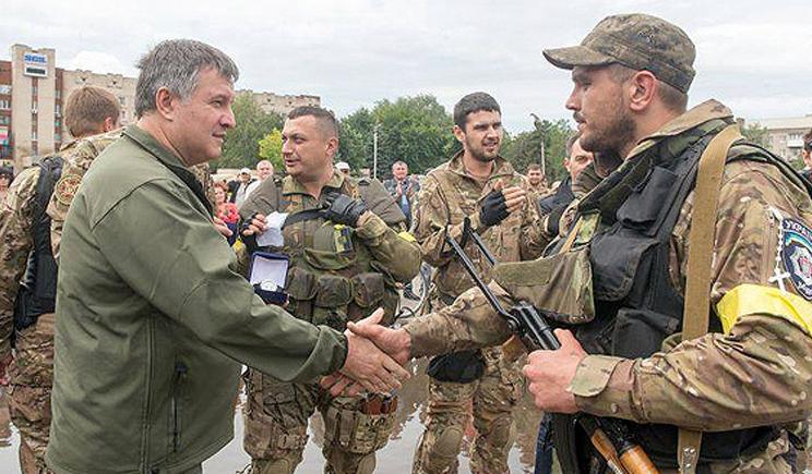 На слова Авакова «Путин»,  военнослужащие ответили «Ху@ло» (ВИДЕО)