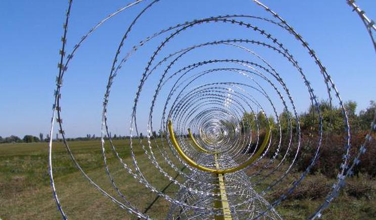 Россия на границе с Украиной начала строить стену