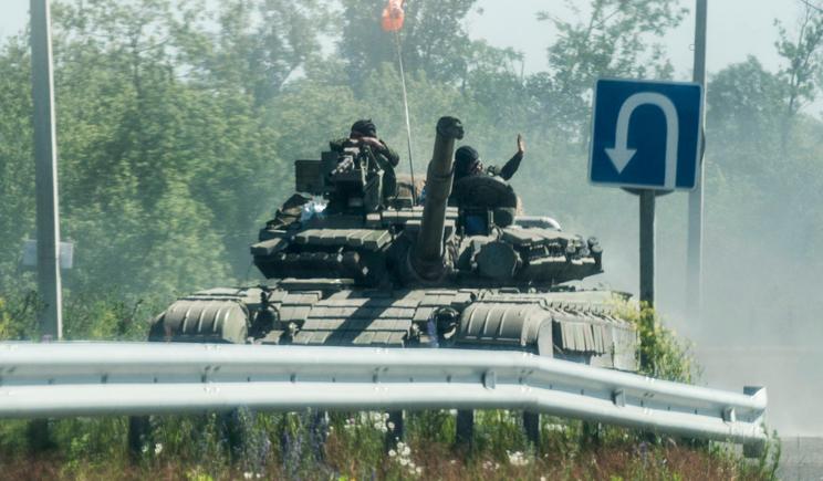 Боевики свободно передвигаются между Донецком и Луганском, – журналист