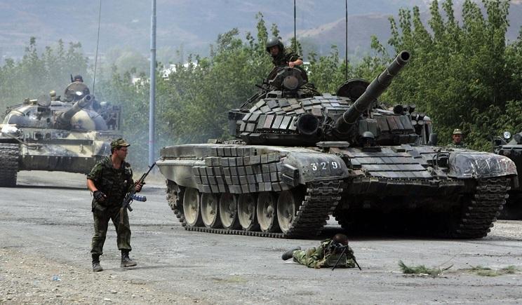 В Луганск вошла колонна российских танков Т-72