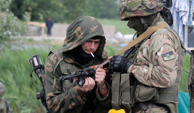 Украинская армия с помощью авиации и артиллерии наносит удары по позициям противника