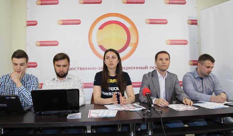 Сегодня люди собираются под ВР с требованием отложить каникулы парламента до принятия всех необходимых реформ