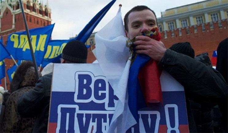 Стрелкова, по-моему, тоже свои сдадут, не донецкие, так московские, – Дмитрий Быков