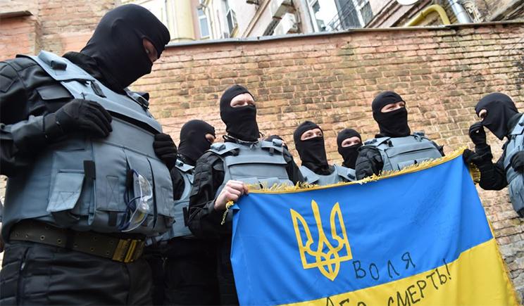 """Я вступил в батальон """"Азов"""" потому что он дает присягу не политикам, а своей земле и народу Украины (Видео)"""