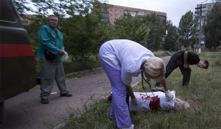 В Донецке и Луганске доведенные до отчаяния местные жители, взялись за уничтожение террористов