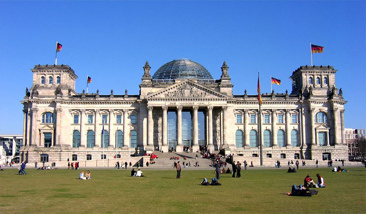 Германия намерена ужесточить тон в отношении Кремля