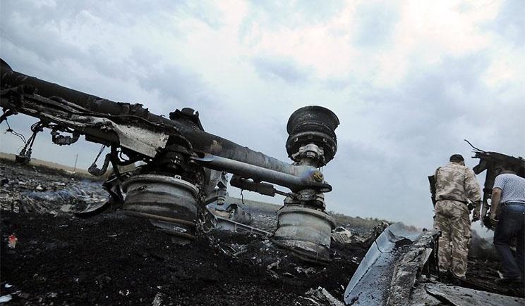 Спецслужбы РФ 4 дня уничтожали улики на месте катастрофы Боинга-777, — Гройсман