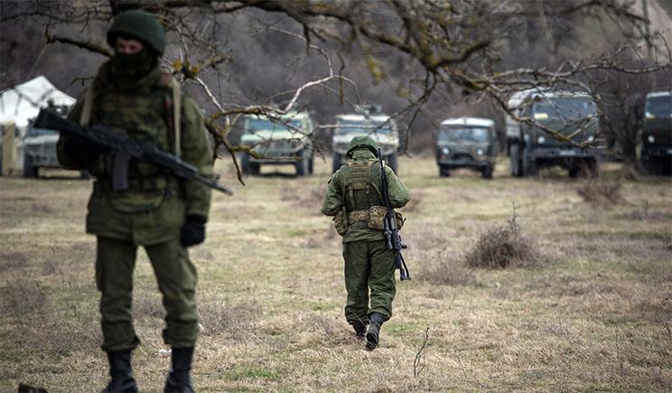 На границе с Черниговом армия РФ роет окопы и готовит огневые позиции для установок «Град»